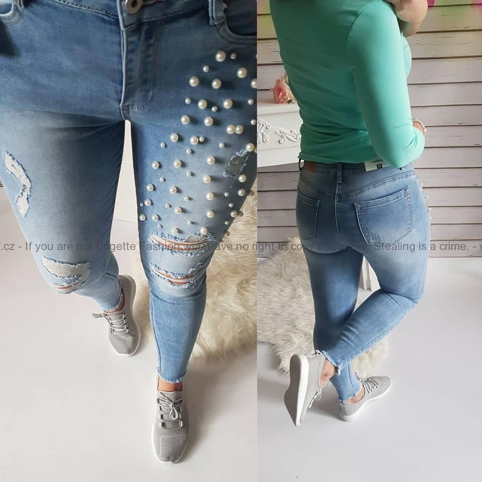 1a9cd75f86f Děrované džíny s perličkami na pravé nohavici